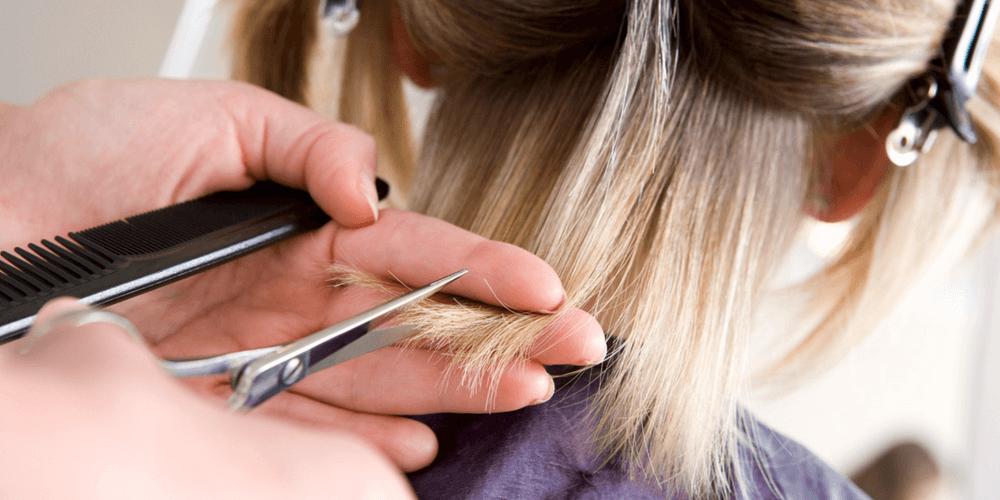 Leones: Un corte de pelo por un artículo escolar. • infoSudeste